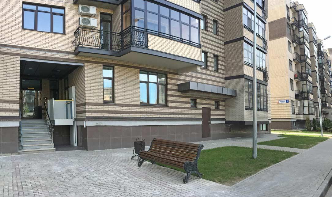Подъезд дома 7, Троицкий бульвар, микрорайон ЖК Солнечный